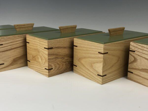 Lift-Lid Belongings Box